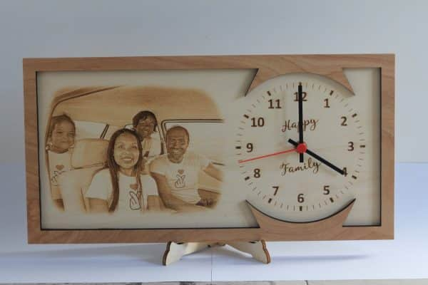 Orologio in legno design moderno