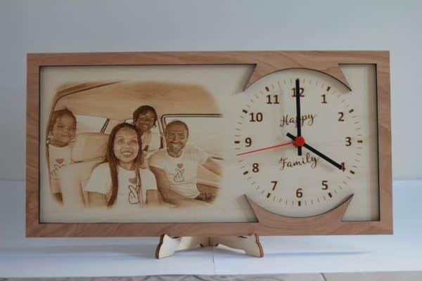Orologio da tavolo con foto personalizzata in legno