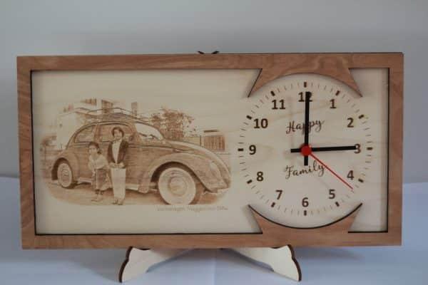Orologio da scrivania in legno e incisione personalizzata