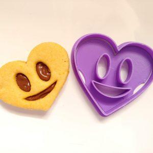 Biscotti faccina cuore ripieni