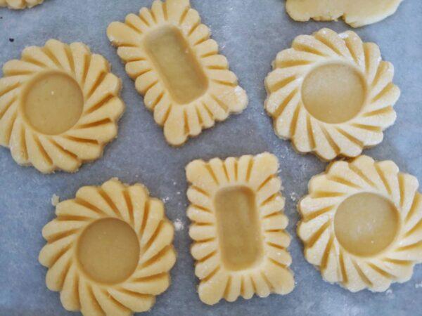 biscotti rotondi con marmellata stampi tagliapasta